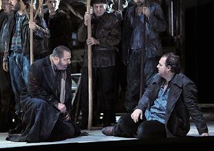 Photo: Theater an der Wien: MATHIS, DER MALER von Paul Hindemith. Premiere 12.12.2012, Inszenierung: Keith Warner. Raymond Very, Wolfgang Koch. Foto: Barbara Zeininger.
