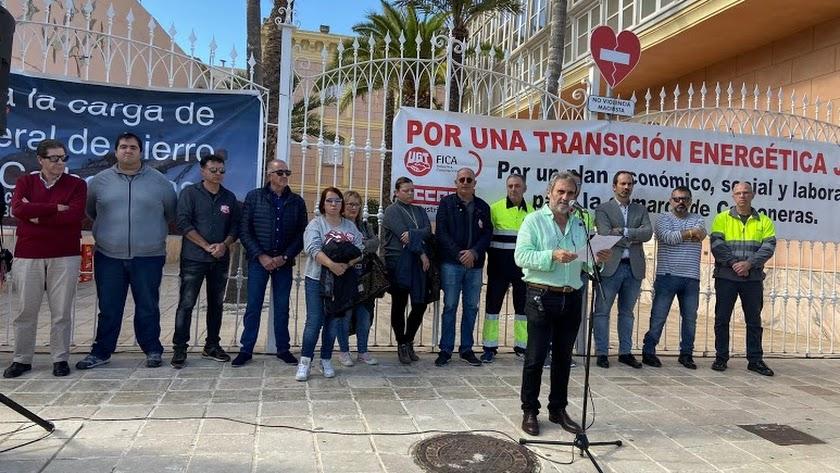 Manifestación en Carboneras contra el cierre de la central.