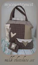 Photo: Milk chocolate set: borsa, pochette e porta carte di credito