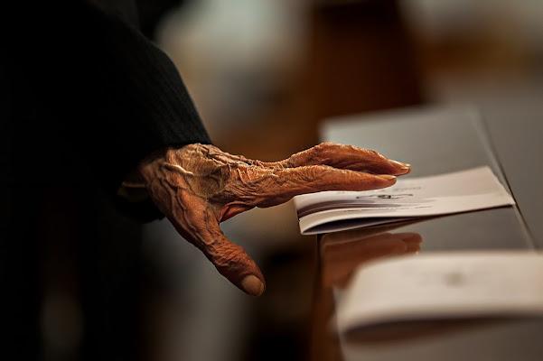 il vecchio e la mano di alessandrobergamini