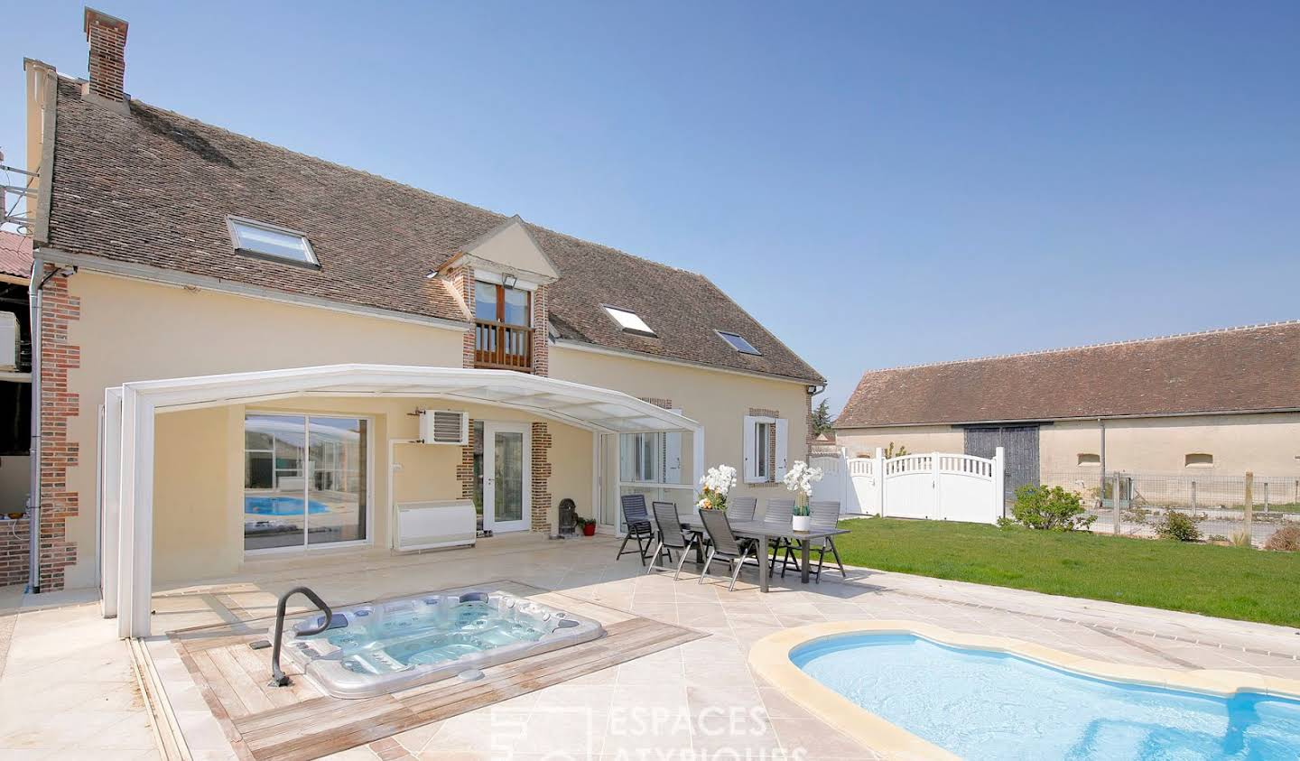 House with pool Bray-sur-Seine