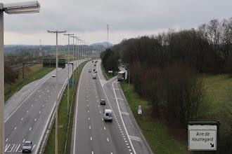 Photo: Passage de l'autoroute près du village de Xhèneumont