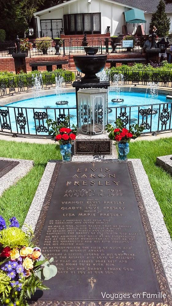 Elvis tomb Graceland