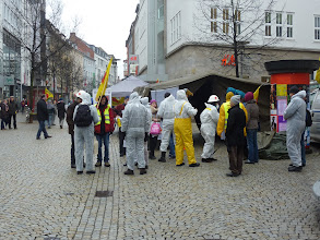 Photo: Aktivität vor dem Dekontamationszelt