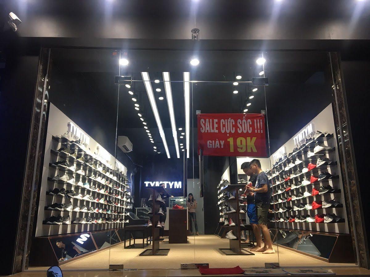 thi công shop giày nam 2