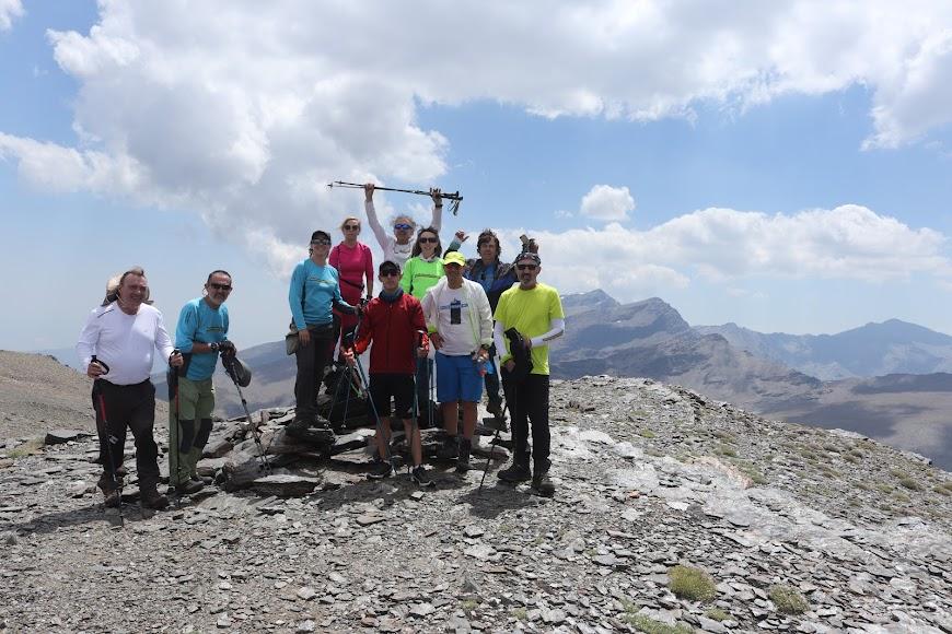 Los grupos se unen para captar el paisaje.