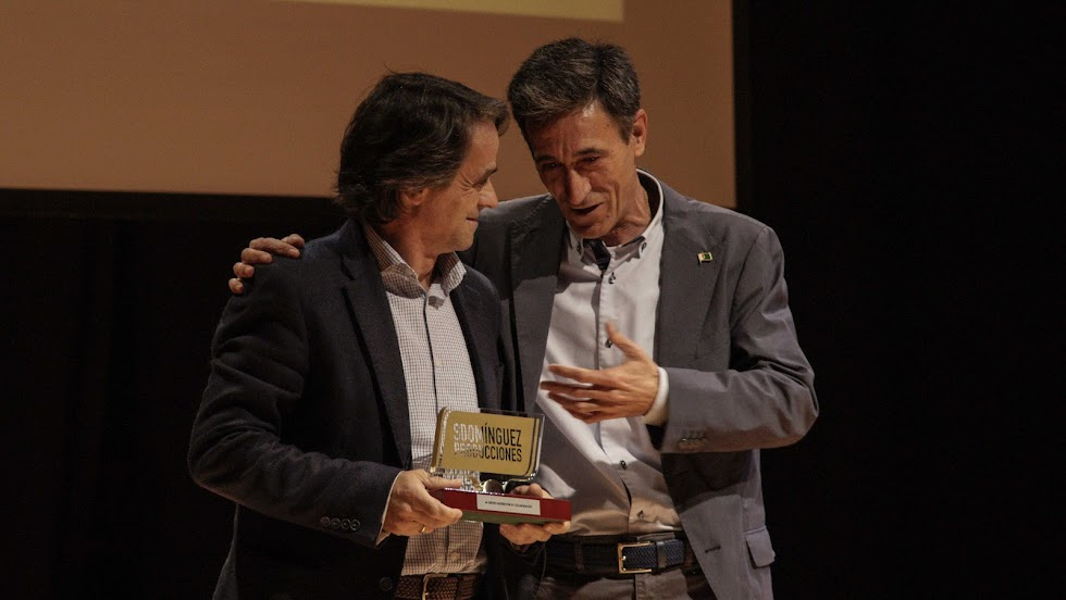 Juanjo Fernández, gerente de Saveres, con Juan Ibáñez, concejal de Huércal.