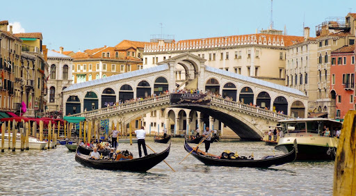 rialto-bridge-venice.jpg - The famed Rialto Bridge is the oldest bridge that spans the Grand Canal in Venice.