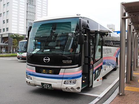 伊予鉄道「ホエールエクスプレス」 5251 高知駅バスターミナル到着