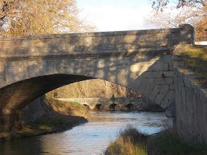 Photo: Pont sur le Canal. Au dessus la D72, l'Epanchoir plus loin