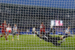 🎥 Rondje Europa: Barcelona veroordeelt stadsgenoot Espanyol, Mertens en Trossard doen de netten trillen