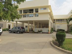 Photo: Sn4HR0202-160202Dakar, Pouponnière, bâtiment d'hébergement, entrée-préau IMG_0054