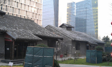 Photo: Stare mesto silne kontrastuje s novou zastavbou