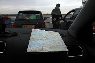 Photo: Nog ouderwets met de kaart