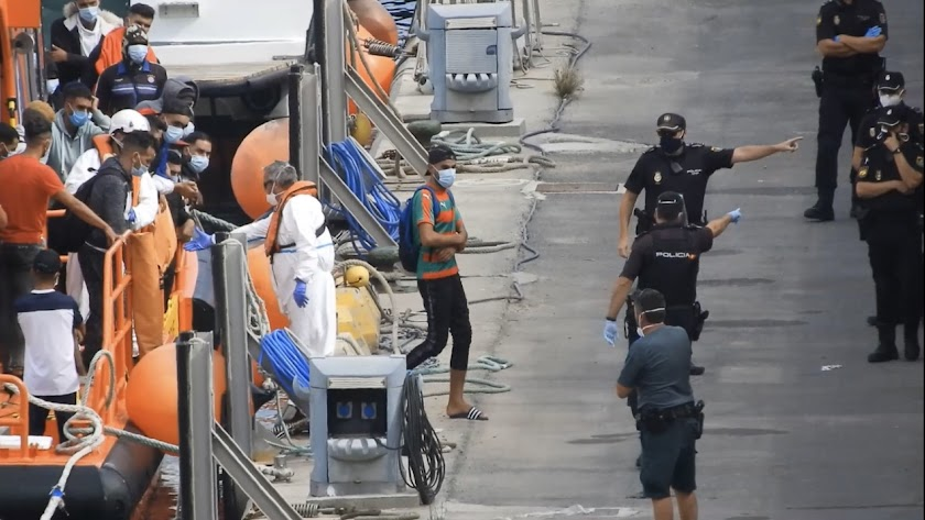 Recepción de pateras en el Puerto de Almería
