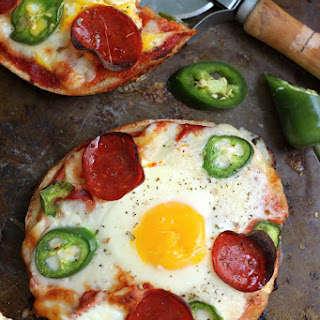 Breakfast Pizza Bagels!