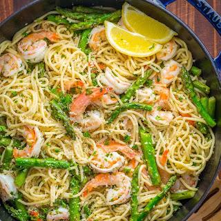 Shrimp Scampi Pasta with Asparagus (VIDEO Recipe).