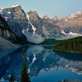 Moraine Lake before sunset by Filippo Bianchi - Landscapes Waterscapes
