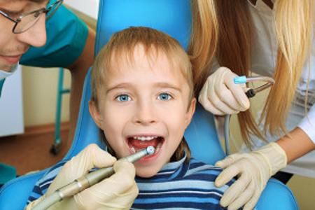 cleaning of kids teeth