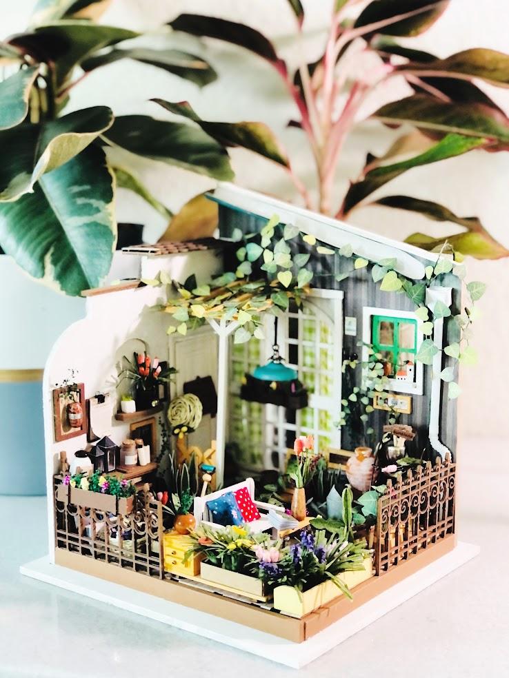 Miller's Garden Miniature Dollhouse