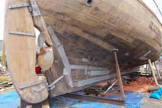 Photo: Het verschil tussen oud en nieuw hout is goed te zien