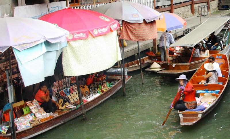 mercato di strada...mercato del popolo, anche sull'acqua... di Luisito80