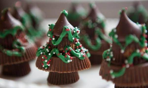 reeses chocolate candy christmas trees recipe just a pinch