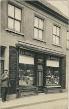 Photo: 1920 Liesbosstraat 14  (juwelier Klaassen sinds 1916)