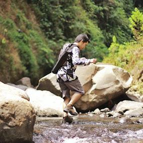 trip to madakaripura by Bobby Dozan - Novices Only Portraits & People ( forest, tourism, rock, candid, trip, travel, people, madakaripura, river )