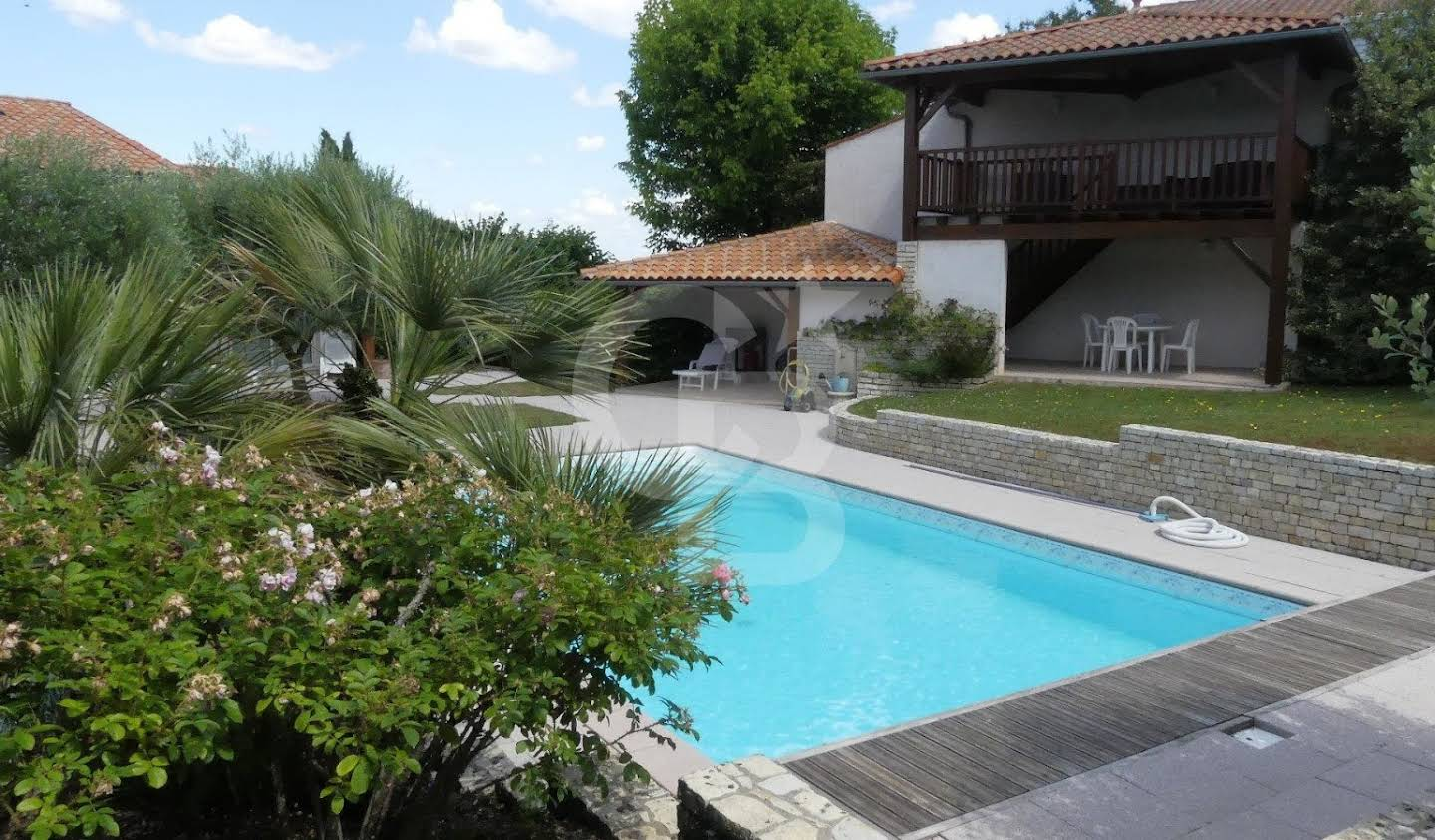 House with pool and garden Saint-Georges-de-Didonne