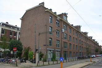 Photo: Het 'Plancius-blok' (1854) aan de Planciusstraat. Links de later gebouwde burgermanswoningen