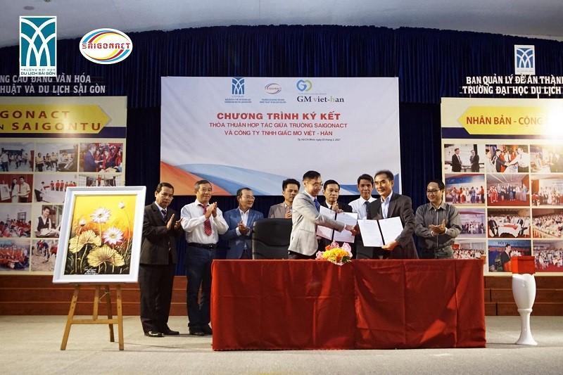 Lễ KÍ KẾT HỢP TÁC đào tạo ngành NGÔN NGỮ TIẾNG HÀN với trường Hàn Quốc