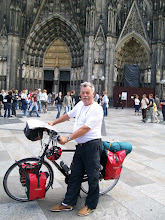 Photo: 2e Dag, vrijdag 17 juli 2009. Meerbush- Remagen Dag afstand: 109,2 km, Totaal gereden: 215 km Keulen de Dom.