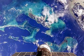 Photo: Sowas von einem schönen #BlueDot! Planet #Erde - die Bahamas (Insel Andros). Gesehen vom Kosmonauten Oleg Artemyev aus der Internationalen Raumstation ISS. (FW)  #Travel#Bahamas #Insel #Reise