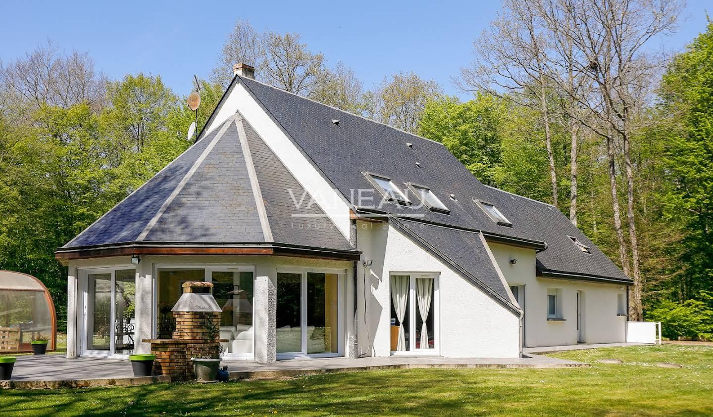 Property Mousseaux-Neuville