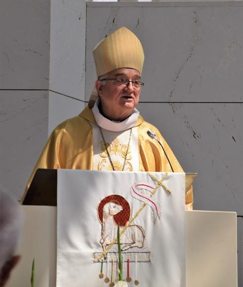 Primer plano del obispo de Almería, Antonio Gómez Cantero.
