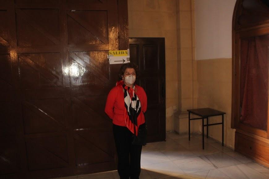 Feligreses de la iglesia de San Sebastián colaborando con la parroquia para aconsejar a los feligreses.