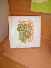 Photo: Vedranov suhi grozd od keramike (zelena Istra) Zalijepljen na pozadinu