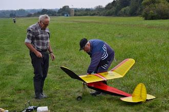 Photo: Pilot (vľavo) a jeho pomocník.