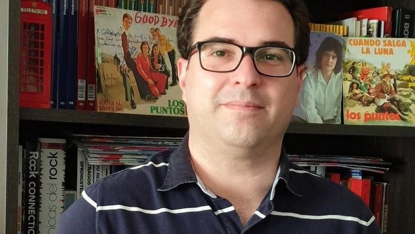 Gilberto Márquez Martín (Vélez Málaga, 1983), periodista y máster en Comunicación Social, reside en Almería desde 2008.