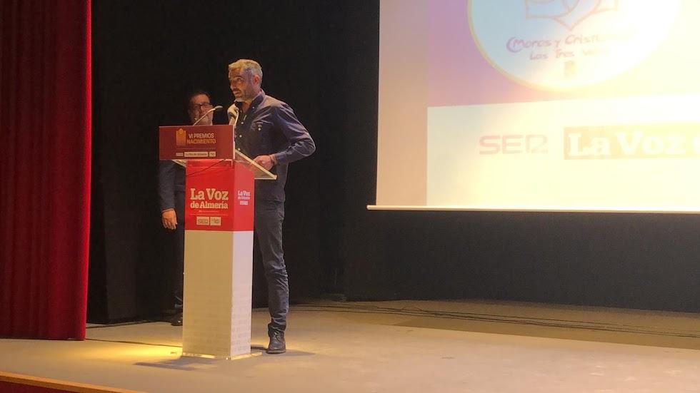 Premio Asociacionismo para la Asociación de Moros y Cristianos El Zegrí. Recoge su presidente, Sebastián Blánquez.