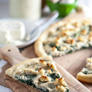 Roasted Garlic White Pizza with Macadamia Ricotta & Spinach