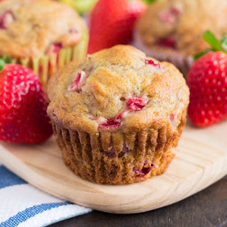 Strawberry Banana Muffins {Plus a Video!}