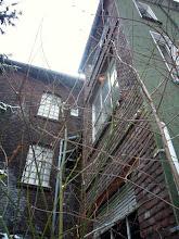 Photo: Rechts Vorderhaus, links der Anbau