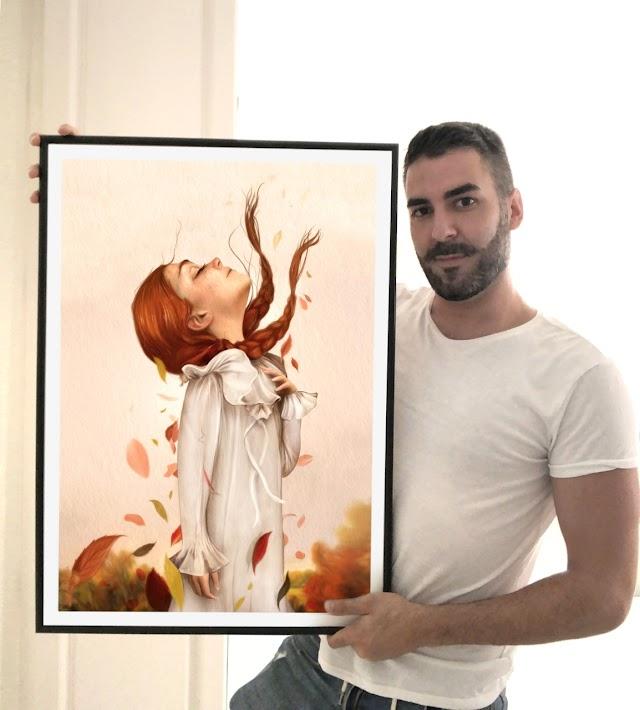 El ilustrador Antonio Lorente posa con el dibujo que sirve de portada a la obra.