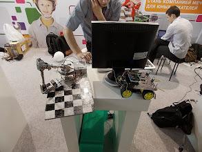 Photo: На самом деле эти роботы были сделаны в Механико-машиностроительном институте УрФУ. Просто они их всем дают побаловаться.