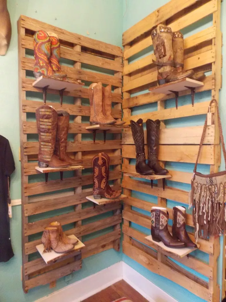pallet shelves DIY Retail Display Ideas