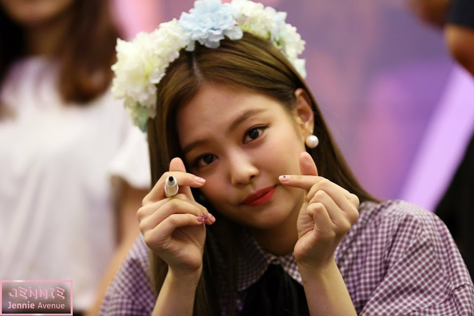 finger heart