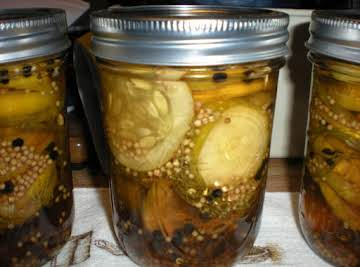 Peppered Garlic Dill Pickles