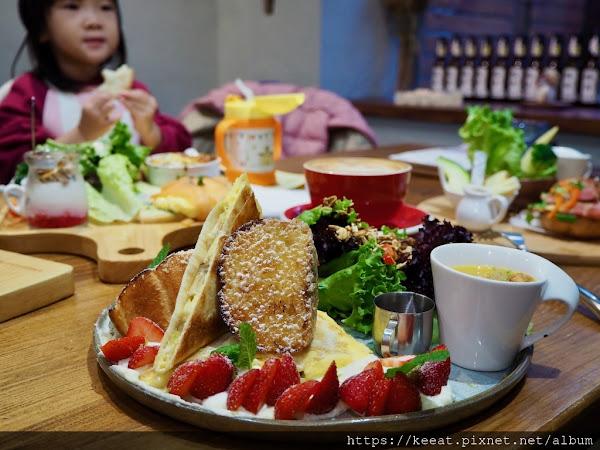 小巷裡 夢幻雪花美景 搭配 健康美味早午餐 好堅果咖啡  @台中市 @西區 @精誠商圈 @廣三SOGO